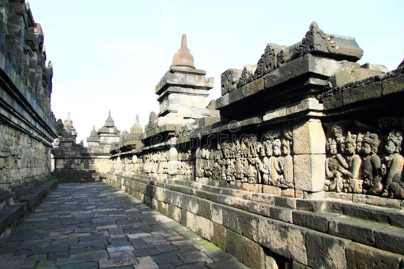 Percorso ed inferriate su Borobudur fotografia stock libera da diritti