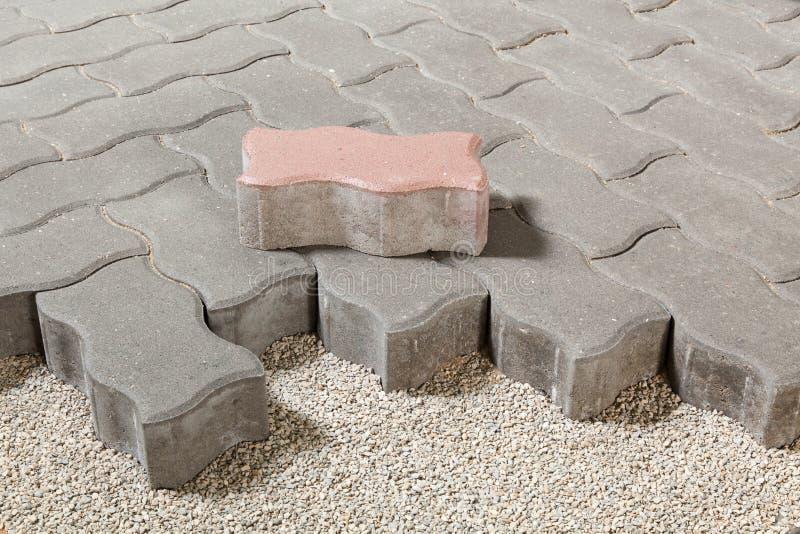 Percorso pedonale con i mattoni del lastricatore Pavimentazione del marciapiede fotografia stock