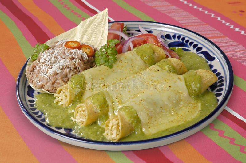Percorso verde dei Enchiladas w/clipping della salsa fotografia stock
