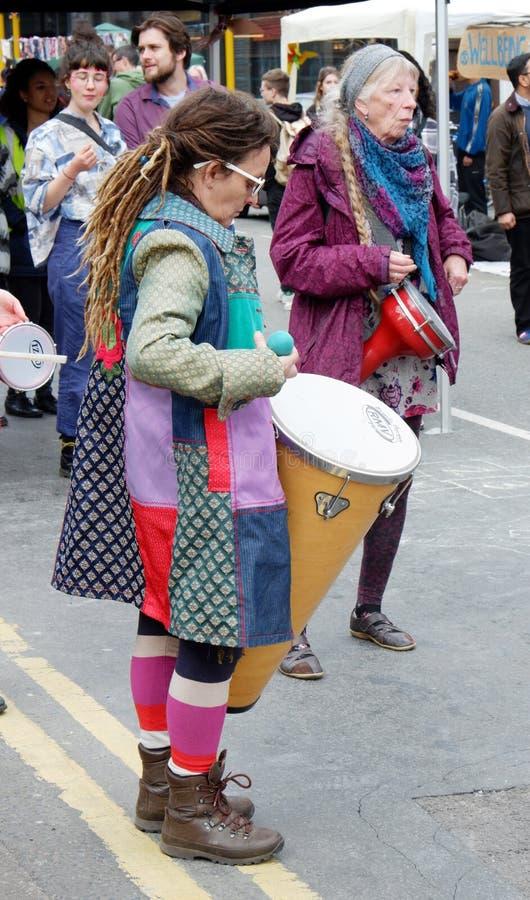 Percussionists przy wygaśnięcie bunta Ulicznym przyjęciem zdjęcia stock