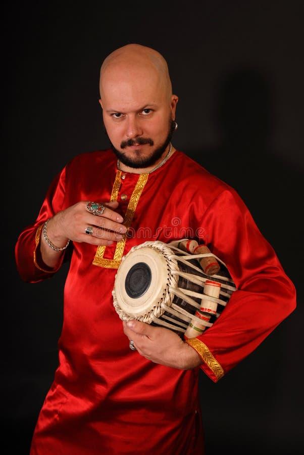 Percussionniste oriental beau gras photographie stock