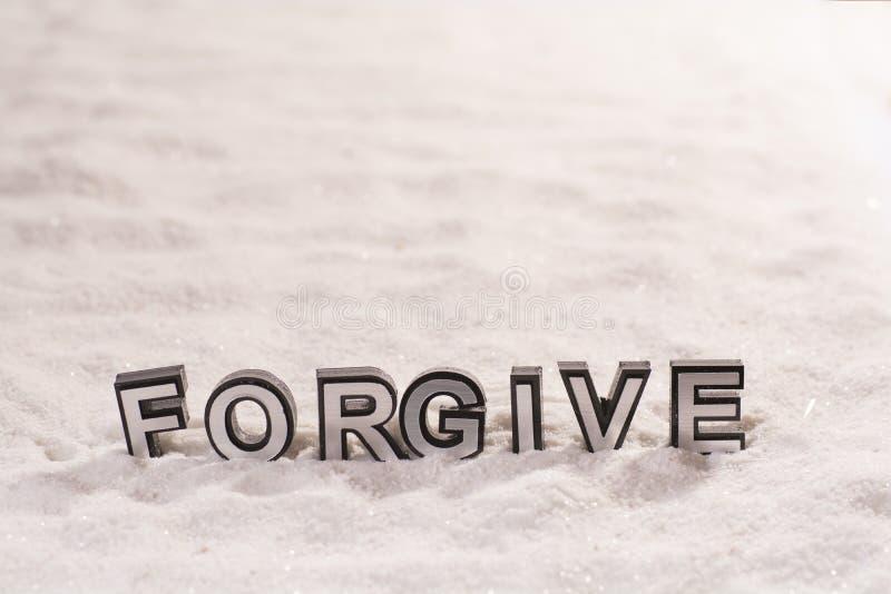 Perdone la palabra en la arena blanca imágenes de archivo libres de regalías