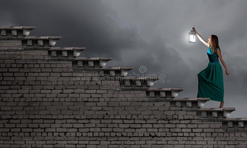Perdu dans l'obscurité images libres de droits