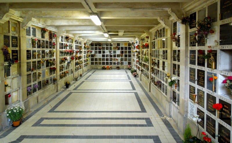 Pere Lachaise kolumbarium Cmentarniani mauzoleumy zdjęcie stock