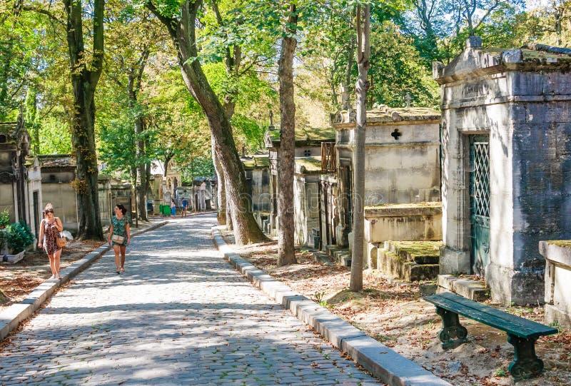 Pere Lachaise sławny cmentarz Paryż, Francja, z grobowami bardzo sławni ludzie fotografia stock