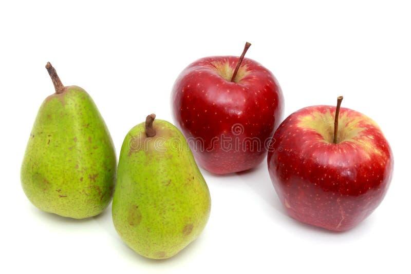 Pere succose, mele Su un bianco fotografie stock
