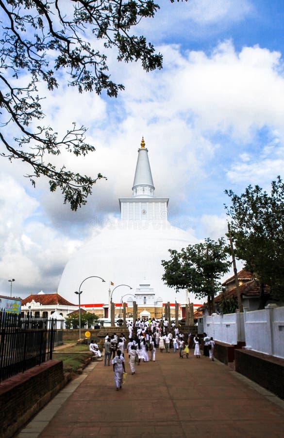 Peregrinos em Anuradhapura, Sri Lanka fotos de stock