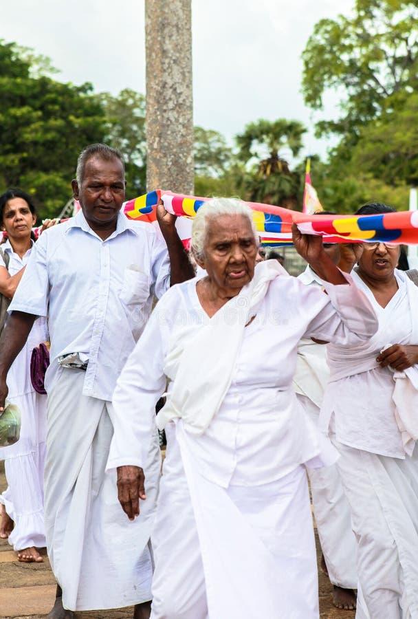 Peregrinos em Anuradhapura, Sri Lanka imagem de stock royalty free