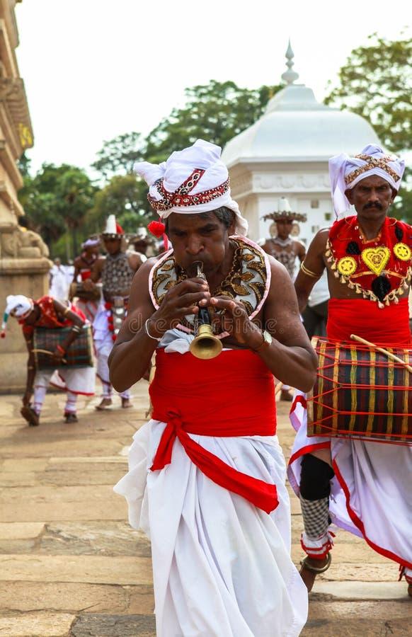 Peregrinos em Anuradhapura, Sri Lanka imagem de stock