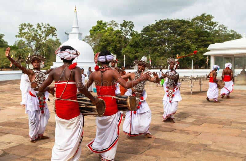 Peregrinos em Anuradhapura, Sri Lanka fotografia de stock