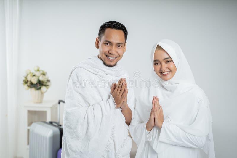 Peregrinos muçulmanos esposa e marido prontos para o Haj foto de stock