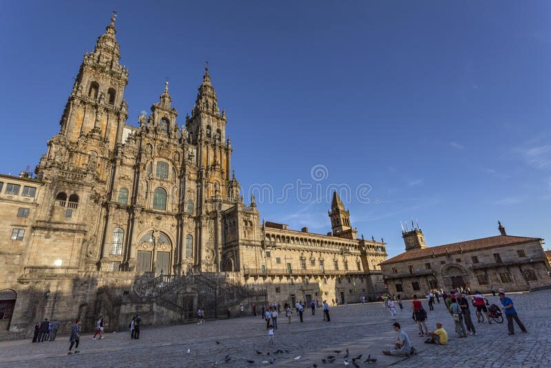 Peregrinos na igreja de Santiago de Compostela imagem de stock royalty free