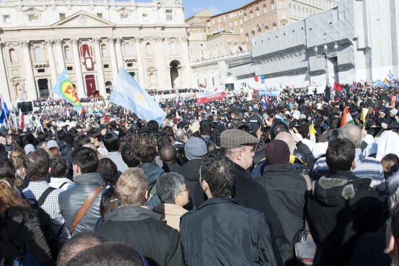 Peregrinos na massa do papa Francis imagens de stock royalty free
