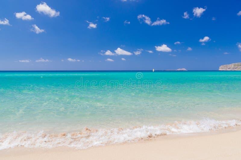 Perfeccione la playa fina de la arena de Falassarna, Creta imagenes de archivo