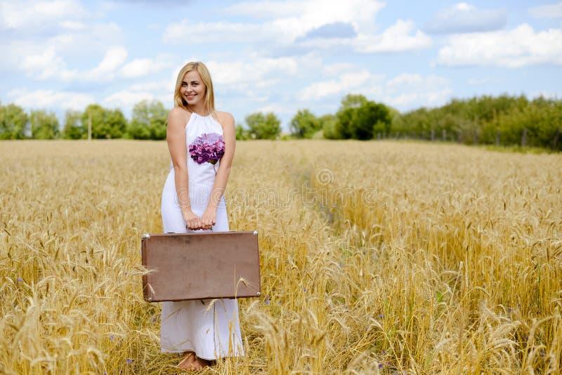 Perfect beeld van langharige blonde dame binnen royalty-vrije stock foto