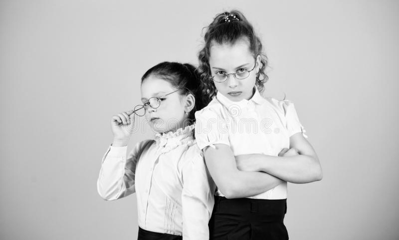 Perfect en ijverig concept Het onderwijs is wat blijft nadat men heeft vergeten wat men in school heeft geleerd meisjes royalty-vrije stock fotografie