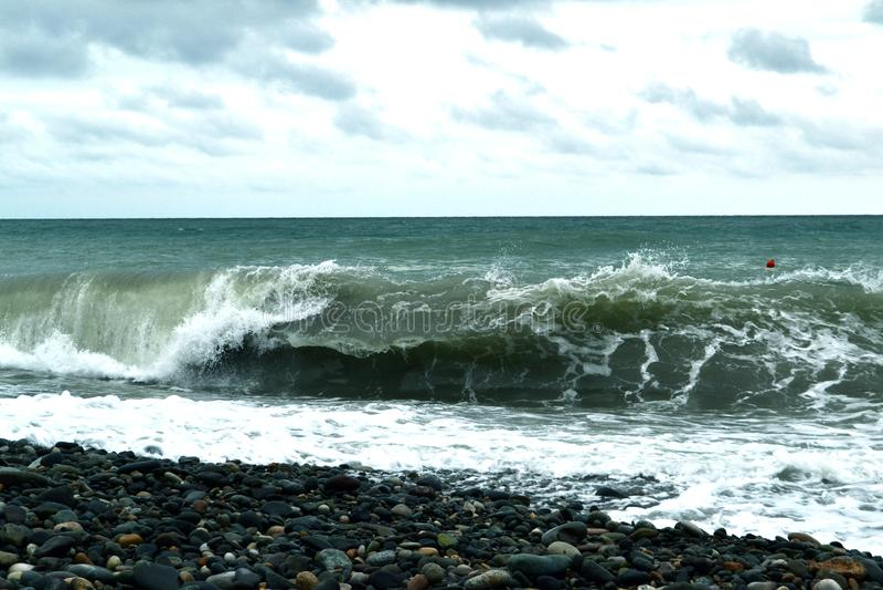 Perfect morze fala na brzeg fotografia royalty free