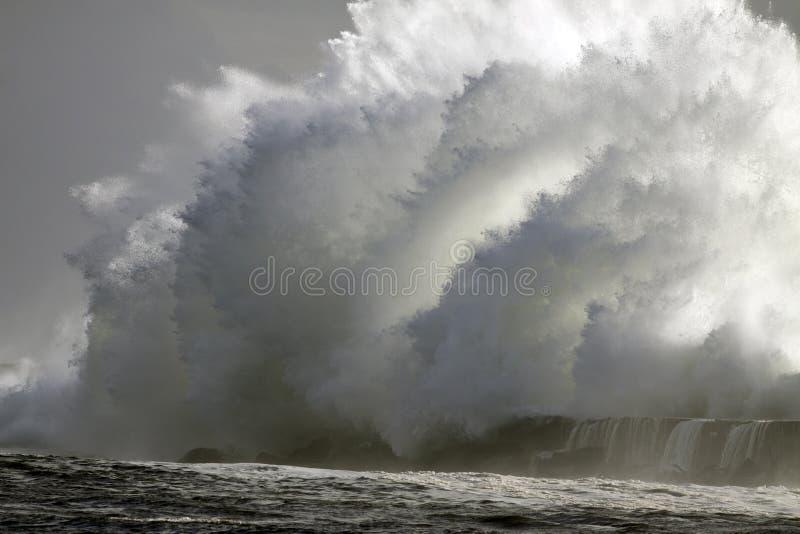 Perfect onweer, de golf stock foto's