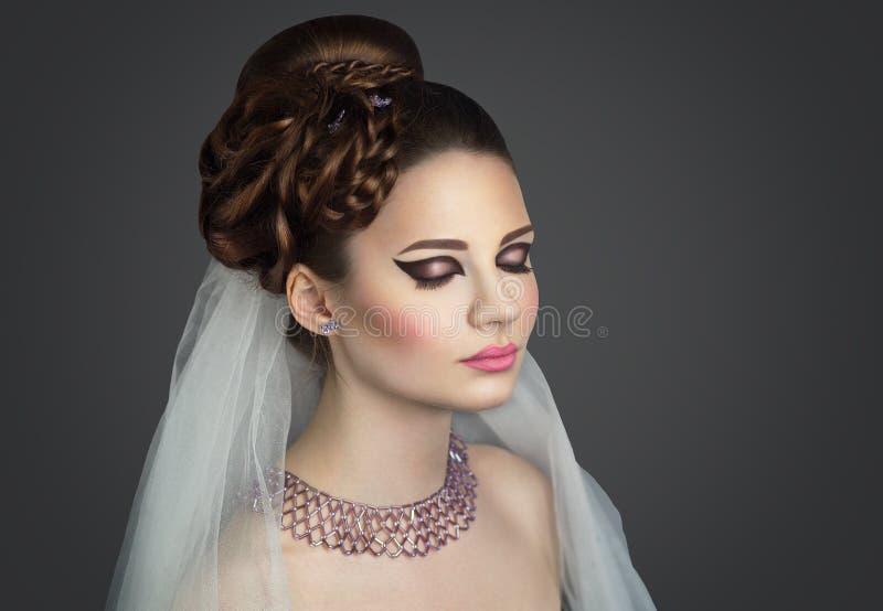 Perfect panny młodej zakończenie up uzupełniał włosy suknię obraz royalty free