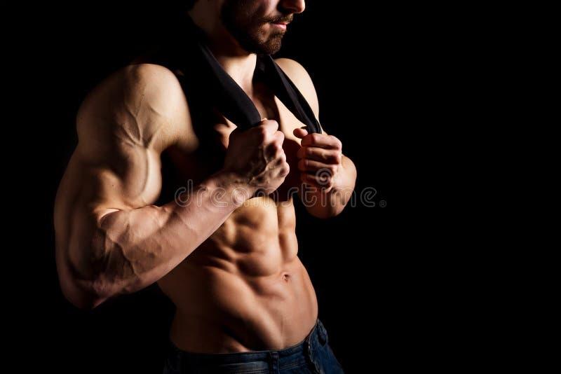 Perfect samiec sześć paczek abs Mięśniowa i seksowna półpostać młody człowiek Kawał chłopa z sportowym ciałem fotografia stock
