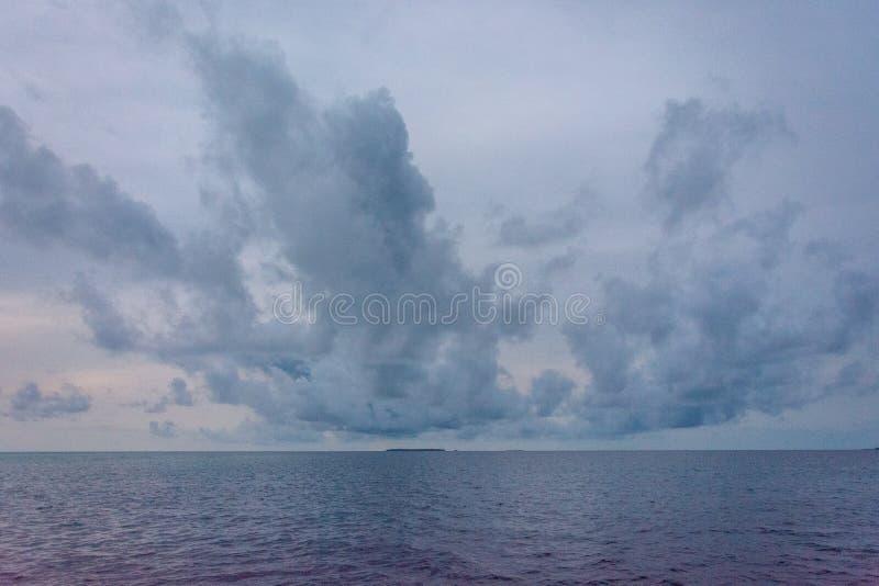 Perfect Tropisch Strand in de Maldiven stock foto