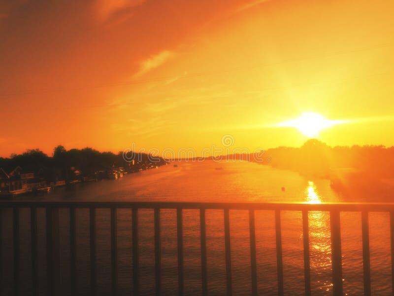 Perfecte mening Zonsondergang van de brug, Ada Bojana, Montenegro stock foto