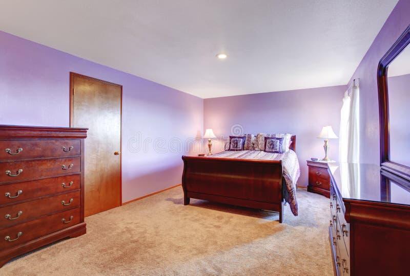 Perfecte Slaapkamer Met Purper Thema Stock Foto - Afbeelding ...