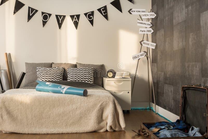 Perfecte Slaapkamer Voor Reiziger Stock Foto - Afbeelding bestaande ...