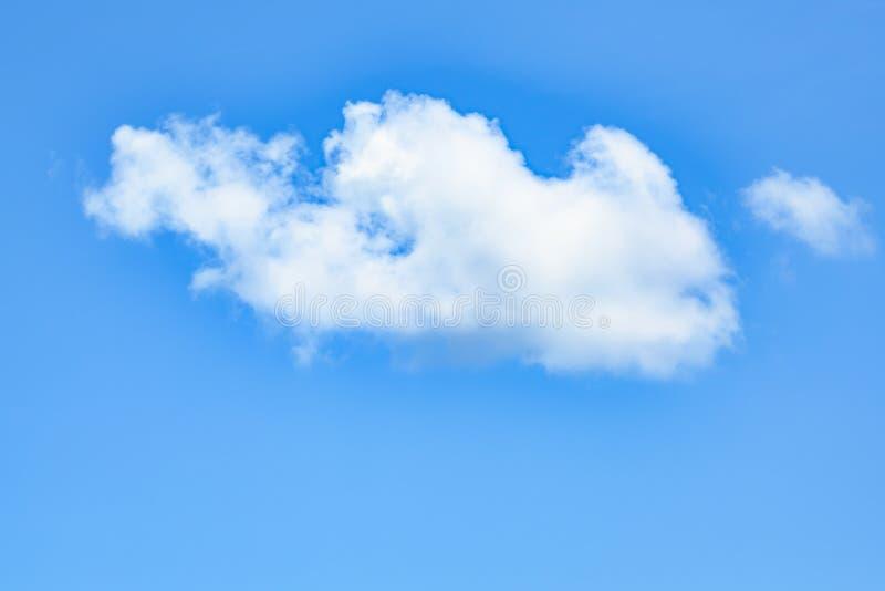 Perfecte witte wolk in blauwe hemel, wolk in heldere de zomerhemel royalty-vrije stock afbeelding