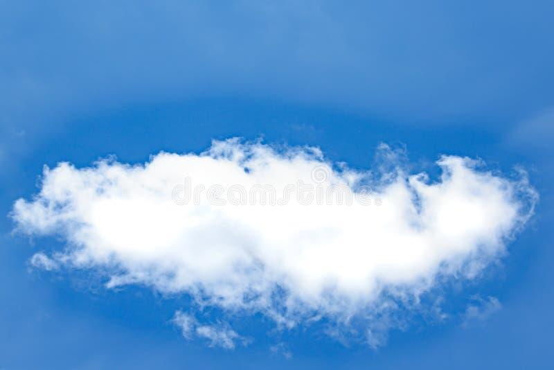 Perfecte witte wolk in blauwe hemel, wolk in heldere de zomerhemel stock fotografie