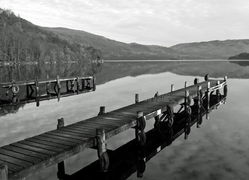Perfection de réflexion de secteur de lac photo stock