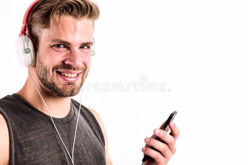 Perfectioneer voor duidelijk geluid van muziek ebook en online onderwijs Muziekonderwijs de sexy spiermens luistert ebook mens bi stock foto's