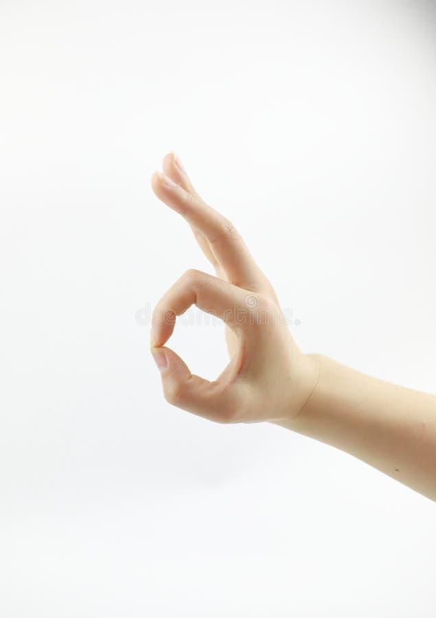 Perfectionnez - le signe CORRECT, main faisant le signe CORRECT d'isolement à l'arrière-plan blanc solide photo libre de droits