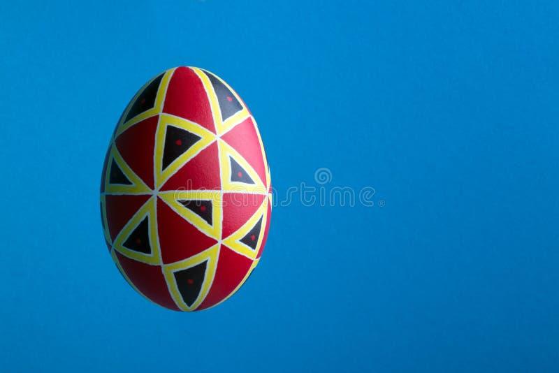 Perfekt etniskt handgjort easter ägg Dekorerat med modeller royaltyfria bilder