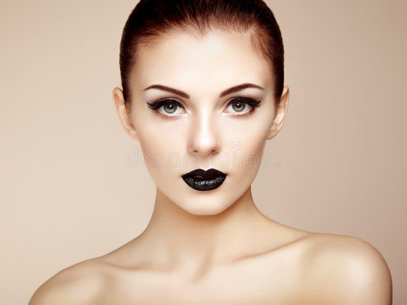 perfekt kvinna för härlig makeup skönhet isolerad ståendewhite fotografering för bildbyråer