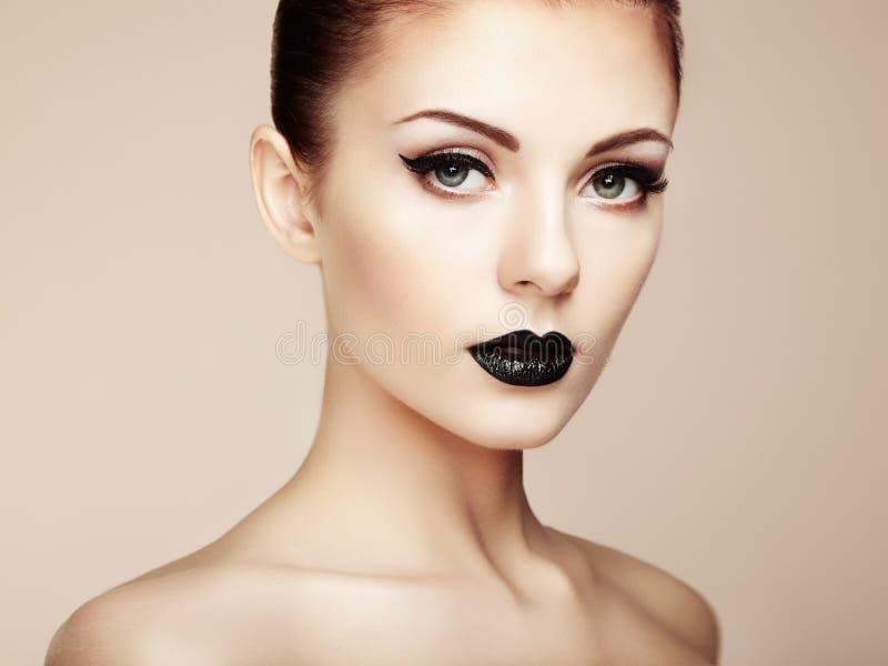 perfekt kvinna för härlig makeup skönhet isolerad ståendewhite royaltyfri foto