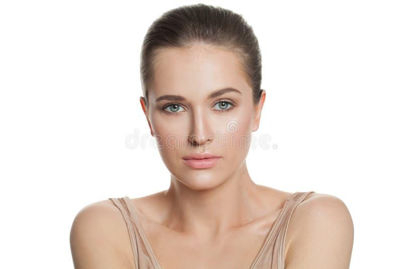 Perfekt kvinna med klar hud som isoleras på vit Skincare och ansikts- behandlingbegrepp royaltyfri fotografi