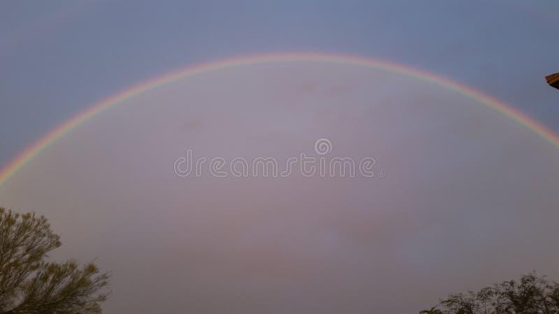 perfekt regnbåge arkivfoto