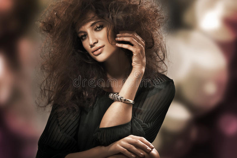 perfekt skönhetbrunett fotografering för bildbyråer