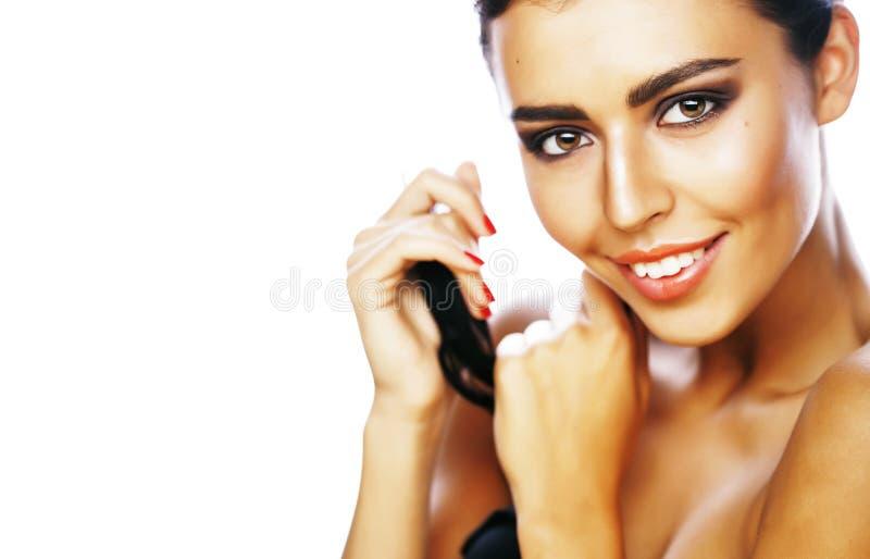 Perfekt skönhetbrunettkvinna som isoleras på vitt le för bakgrund arkivbild