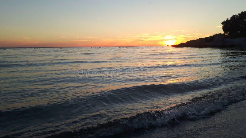 Perfekt solnedgång och havet royaltyfria foton
