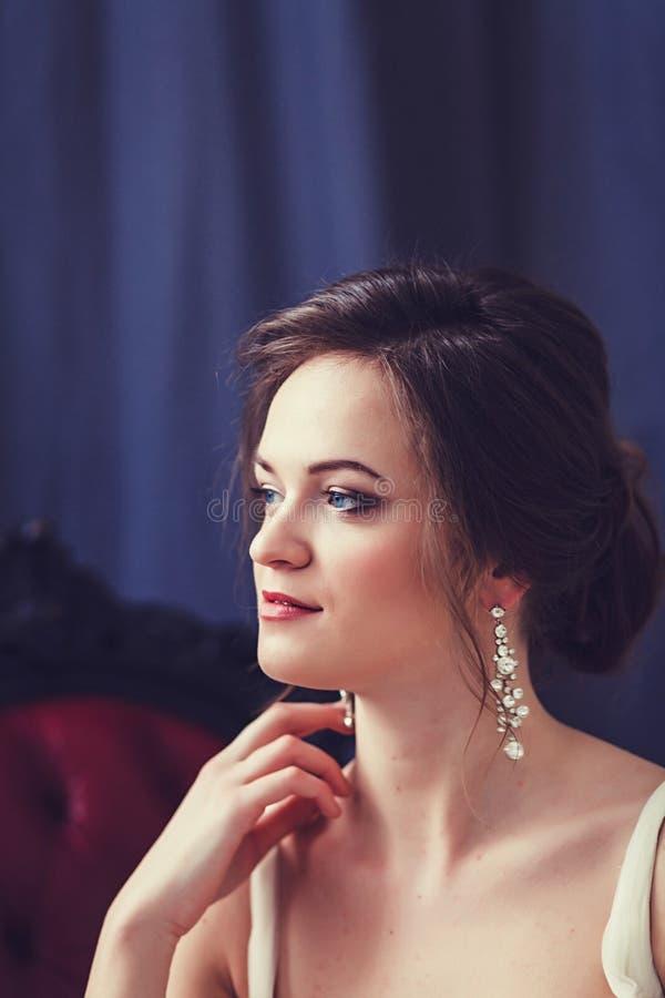 Perfekt stil för härlig brud royaltyfria bilder