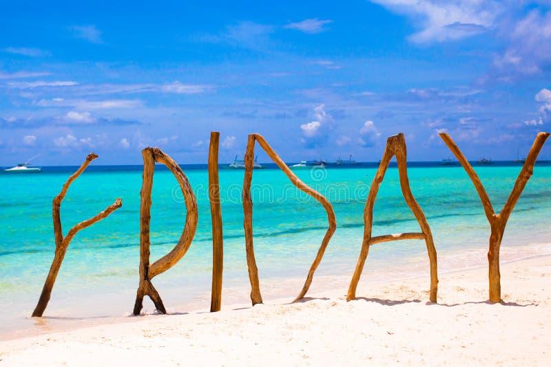 Perfekt vitt sandig strand- och turkoshav på royaltyfria bilder