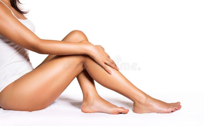 Perfekte Beine - Schönheit der glatten Haut lizenzfreie stockbilder