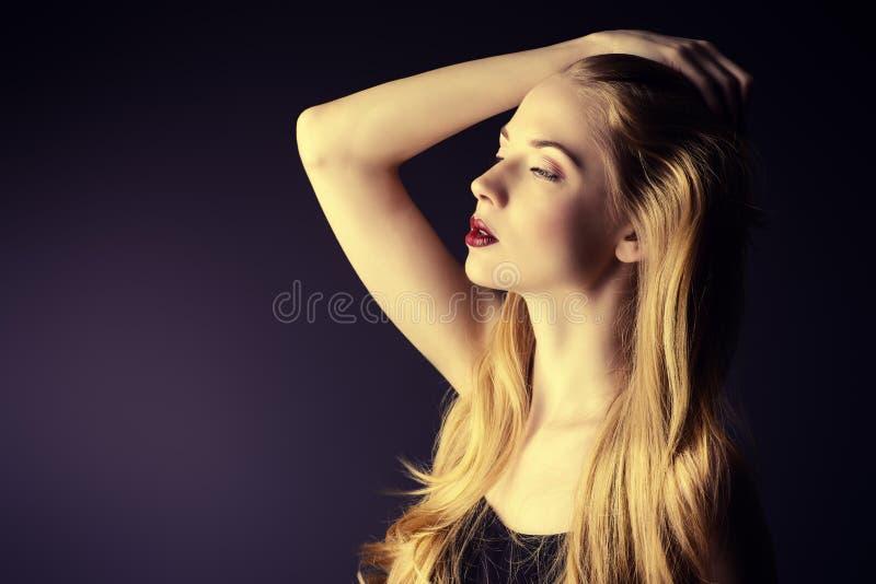 Perfekte Blondine lizenzfreie stockfotos