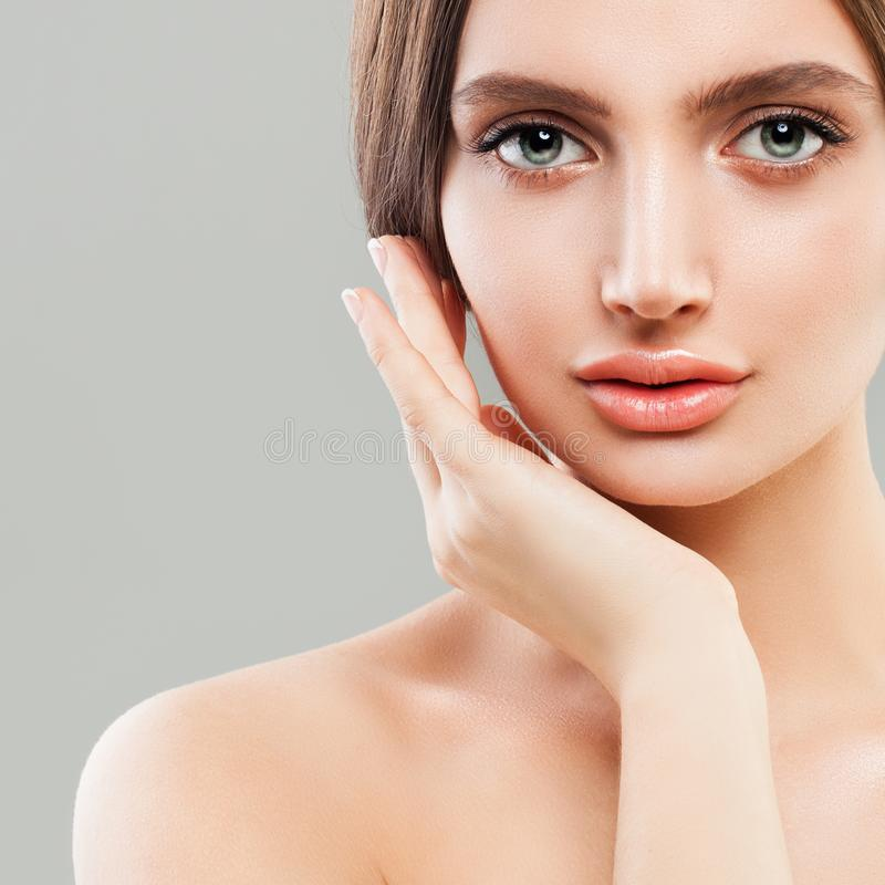 Perfekte weibliche Gesichts-Nahaufnahme Gesunde Frau stockbild