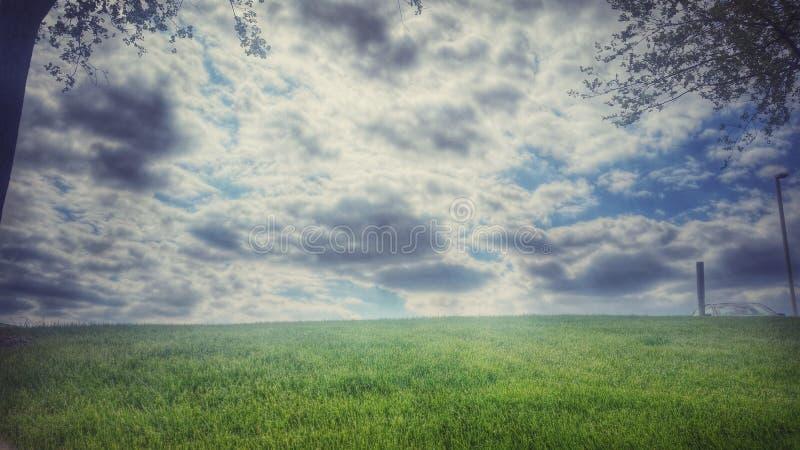 Perfekter bewölkter Himmel lizenzfreie stockfotos