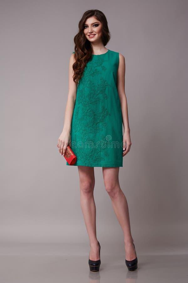 Perfekter dünner Körper sexy der SchönheitsGeschäftsfrau in Mode Kleider stockfotografie