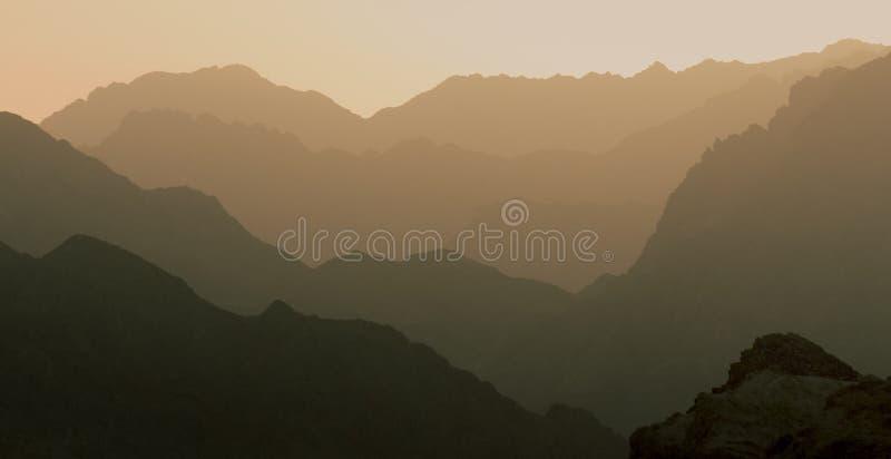 Perfezioni la montagna stratificata fotografia stock libera da diritti