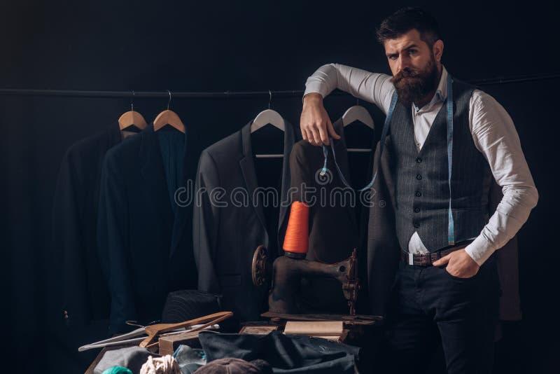 Perfezioni la progettazione Codice di abbigliamento di affari handmade retro ed officina d'adattamento moderna deposito del vesti fotografie stock libere da diritti